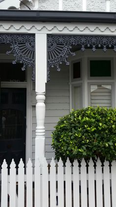 Our Exterior House Painters Melbourne Take all the Effort out of Painting Your Weatherboard Home. Why not sit back and enjoy our painting skills instead? Exterior Color Schemes, Exterior Paint Colors, Exterior House Colors, Colour Schemes, Exterior Design, Paint Colours, House Siding, Facade House, Edwardian House