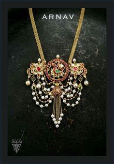 Sagar Jewellers Love the piroi Gold Jewellery Design, Bead Jewellery, Temple Jewellery, Gold Jewelry, Locket Design, India Jewelry, Simple Jewelry, Sabyasachi, Antique Jewelry