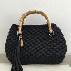 Best 12 Crochet handbag free patterns instructions – Artofit – Page 470063279855691891 – SkillOfKing. Crochet Handbags, Crochet Purses, Handmade Handbags, Handmade Bags, Lace Bag, Diy Tote Bag, Green Handbag, Baby Girl Crochet, Knitting Accessories
