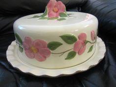 Franciscan Desert Rose covered cake plate--- I have it! Vintage Cake Plates, Vintage Cake Stands, Vintage Dishes, Classic Dinnerware, Vintage Dinnerware, Desert Rose Dishes, Franciscan Ware, Cake Carrier, Pedestal Cake Stand