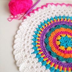 Crochet mandala crochet - video of crochet virka mandala, virka y virka m. Diy Tricot Crochet, Crochet Home, Love Crochet, Beautiful Crochet, Crochet Crafts, Crochet Yarn, Yarn Crafts, Crochet Projects, Crochet Circles