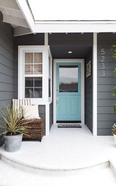 Solutions To Grey Exterior House Colors 24 - sitihome Exterior Gris, Exterior Color Schemes, Exterior Paint Colors For House, Paint Colors For Home, Exterior Design, Grey House Paint, Diy Exterior House Painting, Gray House White Trim, Gray Exterior Houses