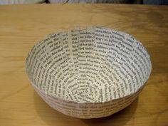 """Tag 247: Gastbeitrag – BuchschalenKatja schreibt: """"Schalen oder Schälchen aus alten Büchern – mit echten, analogen Buchstaben. Stabil, handgemacht & garantiert jedes ein Unikat Buch-Redesign: 100% Recycling, Upcycling, absolut kompostierbar. Verwendete Materialien: Alte, analoge Bücher mit echten Buchstaben, Mehl, Aspirin, Wasser Herstellungsart: In Schichttechnik aus gerissenen Buchseiten mit Mehlkleister geklebt."""""""
