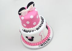 Minnie Mouse cake for a Birthday Bolo Da Minnie Mouse, Bow Cakes, Vanilla Sponge Cake, Fondant Icing, Cake Board, Vanilla Buttercream, Strawberry Jam, Birthday Messages, Cake Creations