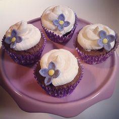 Cupcakes de chocolate, mora y marshmallow fluff