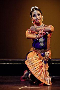 Bharatanatyam recital by Karthika Menon Folk Dance, Dance Art, Isadora Duncan, Ballet, Indian Classical Dance, India Art, Dance Movement, Dance Poses, Dance Photography