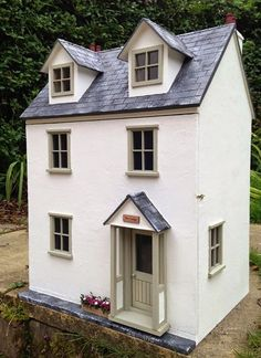 Julie's dolls house blog: 1/12th Scale 'The Lodge'