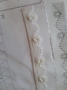犬子さんのツイスト。型紙で針を打つ位置を確認しながら進む、複雑な型を頑張って美しく編みました。38/20160815