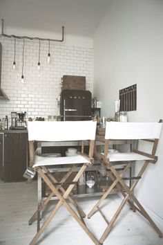 Il y a un garçon qui vit ici Kitchen Dinning Room, Smeg, Minimalist Interior, Drafting Desk, Decoration, Home Kitchens, Office Desk, Wall Decor, Interior Design