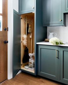 8 steps to building a smart, organized pantry 8 Steps to Building a Smart, Organized Pantry & Mudroom – Emily Henderson - Own Kitchen Pantry Pantry Laundry Room, Laundry Room Remodel, Laundry Room Cabinets, Laundry Room Organization, Laundry Room Design, Kitchen Pantry, Laundry Storage, Vacuum Storage, Closet Storage