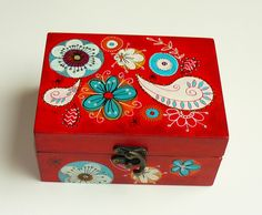 Hand painted red bohemian style jewelry box Source by lesateliersains The post Etsy & Buy handmade, vintage, personalized and unique gifts for everyone appeared first on Wooden. Painted Wooden Boxes, Hand Painted Furniture, Wood Boxes, Diy Gift Box, Diy Box, Tole Painting, Painting On Wood, Silk Thread Bangles Design, Handmade Jewelry Box
