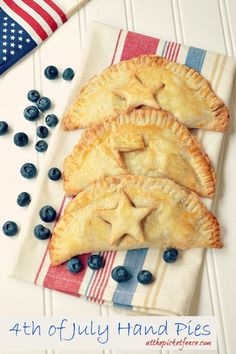 Easy of July Dessert ~ Patriotic Hand Pies. Refrigerated pie crust and a can of pie filling. So easy and delicious! Hand Pies, 4th Of July Party, Fourth Of July, Patriotic Party, Patriotic Crafts, July Crafts, Holiday Treats, Holiday Recipes, Holiday Appetizers