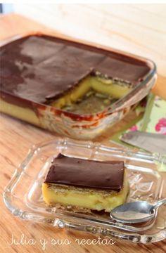 Tarta o pastel de galletas, flan y una capa de chocolate fondant. Un postre casero, barato, sencillo de elaborar y sin necesidad de horno.