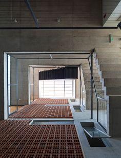 Galería de Edificio Rosas 121 / - = + x - - 6