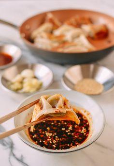 Dumplings Receta, Pork And Chive Dumplings, Best Dumplings, How To Make Dumplings, Vegetable Dumplings, Dumpling Recipe, Chinese Dumplings, Dumpling Dipping Sauce, Sauce Recipes