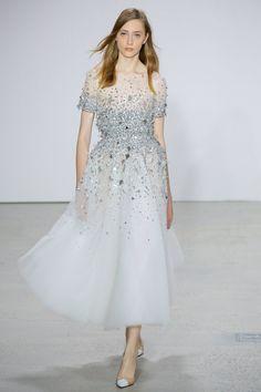 Oscar de la Renta Spring 2018 Ready-to-Wear Fashion Show Collection
