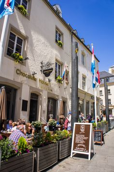The Chocolate House in Luxembourg serves, besides coffee, sweet bites (like their famous 'chocolate spoons') and a variety of cakes, tasty savory pies and salads.