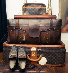 The Ultimate Round the World Travel Packing List. This website has lots of great tips on packing for every type of travel/vacation! Louis Vuitton Paris, Louis Vuitton Speedy 30, Vintage Luggage, Vintage Travel, Travel Luggage, Travel Bags, Zip Pouch Tutorial, Marc Jacobs, Cuir Vintage