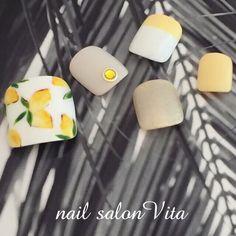 ネイル デザイン 画像 1571840 スモーキー ベージュ 黄色 フルーツ デート 夏 リゾート 海 ソフトジェル フット