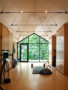 50 Fantastic Yoga Studio Design Ideas That Will Make You Relax Gym Interior, Interior Design, Simple Interior, Yoga Studio Interior, Yoga Studio Home, House Studio, Yoga Studio Design, Gym Room At Home, Retreat House
