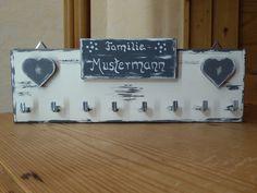Hakenleisten - ♥ Schlüsselbrett ♥.**Familienname** mit Herzen, - ein Designerstück von DekoHolzStube bei DaWanda