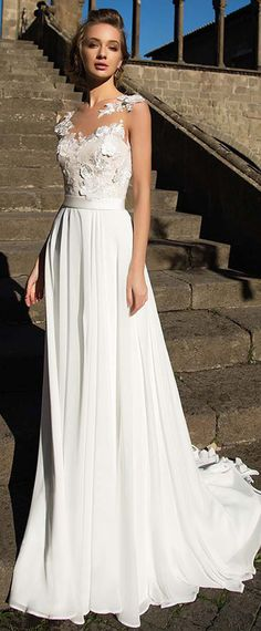 Charming Tulle & Chiffon Scoop Neckline A-Line Wedding Dress With Lace Appliques & Belt
