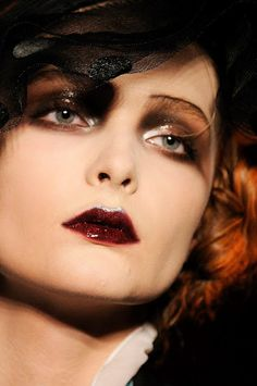 Vintage Makeup - Make up défilés John Galliano - 1920 Makeup, Vintage Makeup, Makeup Art, Beauty Makeup, Hair Makeup, Glam Makeup, John Galliano, Vintage Beauty, Look Vintage