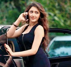 Sayyeshaa (Sayesha) Saigal posing with a mobile. #Bollywood #Fashion #Style #Beauty #Hot