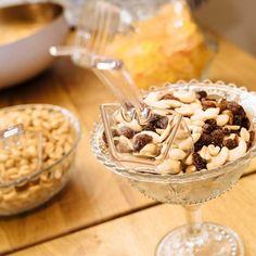 Salty Bar mit Nüssen und Rosinen, Candy Bar, Hochzeit, Food Bar, vintage Ice Cream, Bar, Breakfast, Sweet, Desserts, Vintage, Candy, Pretzel Sticks, Finger Food