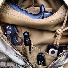 Decisive EDC Carry.  Get your EDC gear at OsoGrandeKnives... http://www.osograndeknives.com/