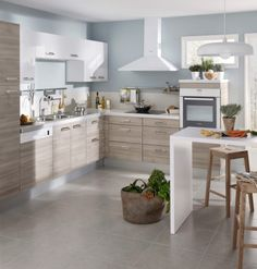 Cuisine Ecorce cendre. Kitchen And Bath, New Kitchen, Kitchen Wood, Cowhide Chair, Living Room Decor, Bedroom Decor, Little White House, Kitchen Equipment, Iron Wall