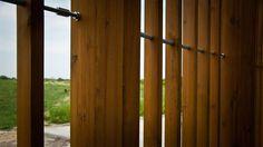 """Budynek toalety publicznej w Kazimierzu Dolnym / Public toilet located in a historic part of Kazimierz Dolny  Projekt: 2007 - I nagroda w konkursie """"Łazienka KOŁO 2007, Realizacja: 2012 Zespół: Piotr Musiałowski, Łukasz Przybyłowicz, Współpraca: Maciej Wilczek"""
