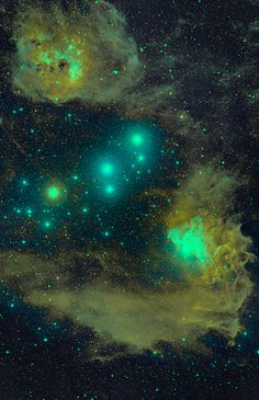 IC 405 is an emission / reflection nebula located in the constellation Auriga
