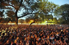 The Pitchfork 2016 Lineup Is Here! The annual Pitchfork Music Festival, organized by Pitchfork Media is back for its edition! Summer Jam, End Of Summer, Festival Guide, Art Festival, Pitchfork Music Festival, Music Festivals, Concerts, Summer Festivals, Coachella