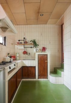 Living Experiment Studio - An Old House Gets a Retro Makeover Interior Architecture, Interior And Exterior, Kitchen Interior, Kitchen Design, Decoration Bedroom, Home Kitchens, Living Spaces, Interior Decorating, Sweet Home