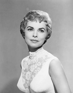 Janet Leigh, Actress and mother to Jamie Lee Curtis, another Alumna of Distinction. Old Hollywood Glamour, Golden Age Of Hollywood, Vintage Hollywood, Classic Hollywood, Vintage Glam, Vintage Beauty, Tony Curtis, Jamie Lee Curtis, Female Actresses