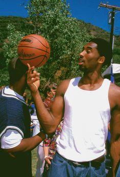 Basketball Art, Basketball Pictures, Basketball Players, Kobe Bryant Pictures, Kobe Bryant Black Mamba, Nba Pictures, Kobe Bryant 24, Basketball Photography, Nba Wallpapers