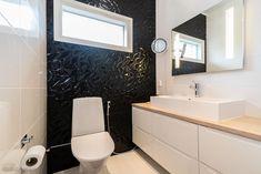 132,5 m² Metsälaidantie 6, 50600 Mikkeli Omakotitalo 3h myynnissä - Oikotie 15860024 Toilet, Vanity, Bathroom, Dressing Tables, Washroom, Flush Toilet, Powder Room, Vanity Set, Full Bath