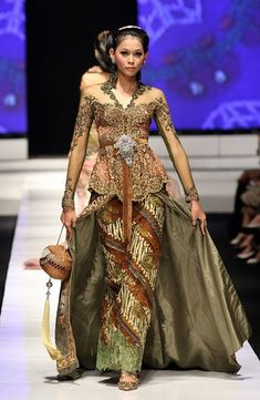 Pin by Henny on hijau  Pinterest  Kebaya Asian and Gowns