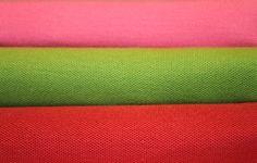 SPFW começa hoje. E imagina quanto look sensacional eu vou encontrar lá na Bienal… aguardem… enquanto isso, começo a semana de moda com algumas cores da temporada. Estava eu dentro de uma loja um dia desses e vi essa pilha de malhas de inverno aí. Tirei uma foto porque simplesmente adorei a combinação de cores, …