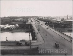 St Kilda Road, taken around 1900, looking south over Princes Bridge, towards St Kilda. This photograph would have been taken from the top of St Paul's Cathedral, on the corner of Swanston and Flinders Streets. Swanston Street actually stops at Flinders Street, and the road continues as St Kilda Road. We see on the left Yarra Bank Road, later renamed Batman Avenue, which carried trams along the north bank of the Yarra from Swan Street and terminated at Princes Bridge.