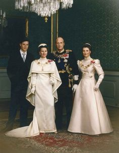 hereliesthekingdom:  Crown Prince Haakon, Queen Sonja, King Harald, Princess Martha Louise at the blessing of the new monarchs, 1991