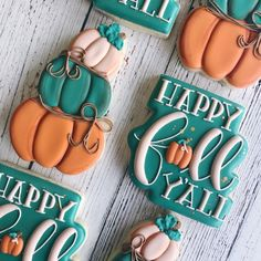 Here are the best Thanksgiving Cookies Recipes. From Pumpkin Cookies to Apple Cookies to Pecan Butter cookies to Turkey decorated cookies with royal icing. Fall Decorated Cookies, Fall Cookies, Cut Out Cookies, Iced Cookies, Cute Cookies, Holiday Cookies, Cupcake Cookies, Thanksgiving Cookies, Happy Thanksgiving