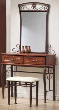Toaletný stolík Sophia je dizajnovo podobný s celým radom Sophia, či už s posteľou alebo šatkníkovou skriňou. Stolík je vo farbe antickej čerešne a k stolíku sa dodáva taburetka aj zrkadlo.