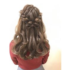 くるりんぱやねじねじ、編み込みにちょっと飽きてきたなら、髪の毛で作る「リボンヘア」になりませんか?ヘアアクセいらずで華やかさも上品さもUP!大人かわいいヘアアレンジ術を学びましょう。