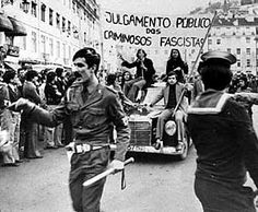 25 d´abril 1974 History Of Portugal, World Conflicts, Portugal Travel, Amazing Destinations, Historical Photos, Portuguese, Old Photos, Nostalgia, The Past