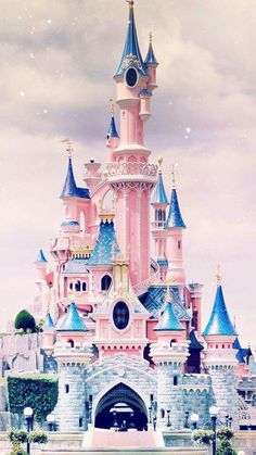 Iphone Wallpaper - Disney castle iPhone wallpaper - Iphone and Android Walpaper Disney Parks, Art Disney, Disney Kunst, Disney Mickey, Wallpaper Iphone Disney, Wallpaper S, Iphone Background Disney, Trendy Wallpaper, Best Girl Wallpaper