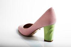 45e2f92af79f Изящные нубуковые лодочки пастельного оттенка – бархатистый материал верха  – нежно-розового, а каблук