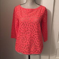 LOFT top In perfect condition! Looks great dressed up or down. LOFT Tops