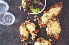Tousty s kořeněným lilkem | Apetitonline.cz Cauliflower, Meat, Chicken, Vegetables, Food, Cauliflowers, Essen, Vegetable Recipes, Meals